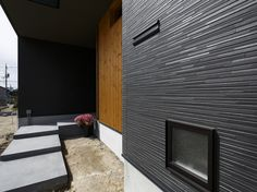 KMEW ケイミュー株式会社(屋根・外壁・雨とい)|施工事例集 事例詳細 House Paint Exterior, Decorative Panels, House Painting, Cladding, Pattern Design, Surfing, Urban, Outdoor Decor, Home Decor