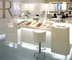 < We love > #design #retail #Putman  helena rubinstein /  japon / store / cosmetics / luxury / fashion 2009