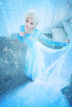I didn't really like the movie all that much... but this is a great cosplay regardless. Elsa from Frozen Cosplay