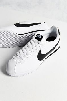 save off 5ae14 5c157 Slide View  1  Nike Classic Leather Cortez Sneaker Tenis, Zapatillas Nike,  Zapatos