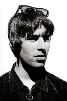 In Liam's beauty we trust. Gene Gallagher, Lennon Gallagher, Liam Gallagher Oasis, Uk Music, Good Music, Music Icon, Great Bands, Cool Bands, Oasis Fashion