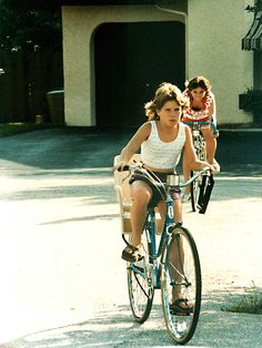 vintage everyday: Young Fashion in the U.S – 29 Color Photos of American Teen Girls during the Young Fashion, Girl Fashion, 1980s Fashion Trends, Vintage Bridesmaid Dresses, Dolphin Shorts, American Teen, Fashion Colours, Vintage Photographs, Vintage Photos