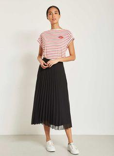 Chiffon Pleated Skirt, Black Pleated Skirt Outfit, Midi Skirt Outfit, Skirt Outfits, Chic Outfits, Teacher Fashion, Teacher Outfits, Pleaded Skirt, Fashion Ideas