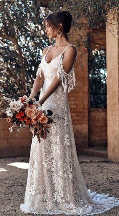 Sol Grace Loves Lace Jurkjurk Bruid Bridal Rok Mode Bruiloft … - Fashion for teens Bridal Skirts, Top Wedding Dresses, Bridal Gowns, Wedding Gowns, Lace Wedding, Wedding Venues, Trendy Wedding, Dresses Dresses, Elegant Wedding