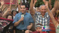 Fanáticos de los Piratas de Quebradillas se reunieron en la plaza del pueblo para celebrar.