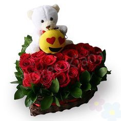 Arreglo con Rosas Davinia y oso de peluche con llavero emoticón - amor y amistad