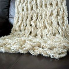 Arm-knit a Blanket in One Hour!