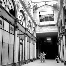 The Colbert gallery. Paris (IInd arrondissement), 1974.