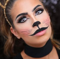Halloween Cat Makeup Tutorial Will Have You Looking Like Your Furry Friend In No Time - One Country disfraces halloween ideas Cat Face Makeup, Black Cat Makeup, Simple Cat Makeup, Fox Makeup, Makeup Blog, Makeup Geek, Chat Halloween, Halloween Mignon, Cat Halloween Makeup