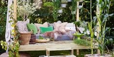 Denne saken sto først på trykk i Bonytt nr 7 Outdoor Sofa, Outdoor Living, Outdoor Furniture Sets, Outdoor Decor, Porches, Porch Swing, Garden Inspiration, Outdoor Gardens, Lounge