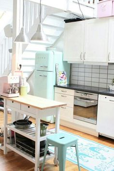 Totally in love with the scandinavian touch, the turqoise SMEG fridge and the kitchen island.