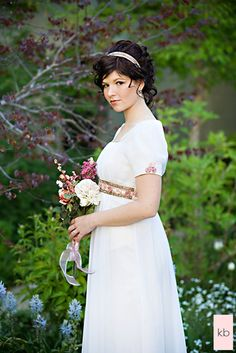 Regency style, my mom made me a dress almost IDENTICAL to this for a 7th grade band concert. I loved it, and it was not like anyone elses dress Regency Dress, Regency Era, Jane Austen, Peacock Wedding Cake, Bon Look, Feminine Dress, Trendy Wedding, Wedding Simple, Timeless Wedding