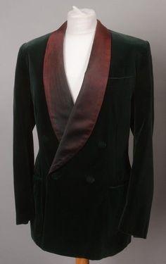 Gentleman s 1960s  Savile Row Tailored Bottle Green Smoking Jacket . Ref TUL £97.00