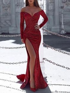 Evening Gowns With Sleeves, Prom Dresses Long With Sleeves, Long Red Dresses, Red Evening Dresses, Long Party Dresses, Formal Prom Dresses, Form Fitting Prom Dresses, Cute Red Dresses, Fitted Prom Dresses