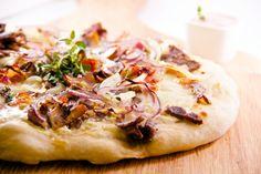 Viltpizza med reinsdyrskav, sopp og bacon.