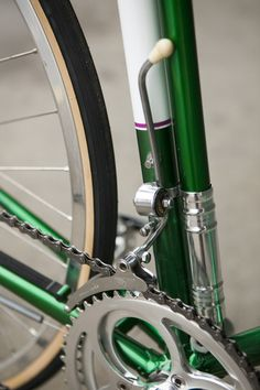 I was in junior high school when i got an after school job a TWINN SCHWINN in West Covina when a bike like this came in for repair.. I have tried to tell friends about this derailleur, but few believe it ever existed.