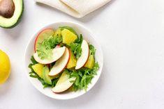 5 Ensaladas con aguacate que no puedes dejar de preparar - Adelgazar en casa Avocado Toast, Breakfast, Frijoles, Food, British, Flower, Ideas, Home, Caprese Pasta Salad