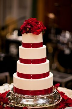 Chicago Wedding Cake Red And White Winter Theme At The InterContinental