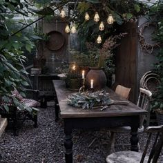 witchy garden decor table, plant and outdoor Patio Shabby Chic, Jardin Style Shabby Chic, Witchy Garden, Gothic Garden, Witch Cottage, Bohemian House, Boho, Outdoor Living, Outdoor Decor