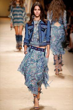 Guarda la sfilata di moda Etro a Milano e scopri la collezione di abiti e accessori per la stagione Collezioni Primavera Estate 2015.