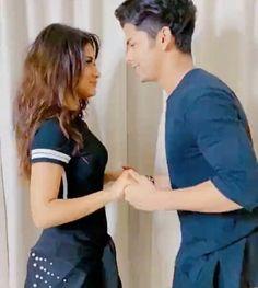 Teen Celebrities, Bollywood Celebrities, Handsome Celebrities, Best Friendship, Indian Actresses, Teen Actresses, Bollywood Stars, Aladdin, Couple Goals