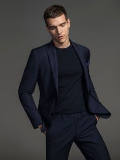 Brazilian model Alex Cunha is enlisted by Massimo Dutti to showcase a selection of desirable semi-formal and formal clothes for the upcoming Christmas season. Business Casual Men, Business Fashion, Business Suits, Business Formal, Business Professional, Professional Women, Interview Outfit Men, African Shirts For Men, Moda Formal