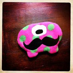 Moustache Monster Wärmekissen Bio-Roggenkissen
