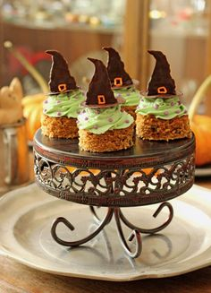 Vegan Halloween Carrot Cakes with Witchy Green Avocado Buttercream Earth Balance. Made Just Right.