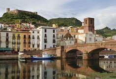 """Bosa, il borgo della Sardegna: oggi noto come """"la città del sole"""" - Foto - SiViaggia"""