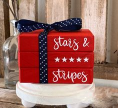 4th July Crafts, Fourth Of July Decor, 4th Of July Decorations, July 4th, Americana Decorations, Americana Crafts, Patriotic Crafts, Patriotic Party, Wooden Books