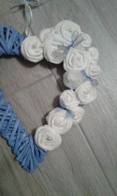 https://flic.kr/p/MxgkSQ | Cuore di cannucce di carta | rose in flanella