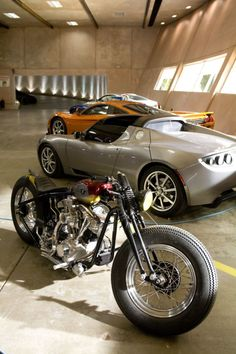 Looks like Tony Stark's garage! #IronMan