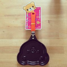 Bear face kawaii pancake fry pan! Makes the cutest pancakes that are almost too cute to eat