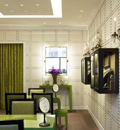 DAVID WEBB JEWELS FLAGSHIP  Love the studded wallpaper from Philip Jeffries!!!