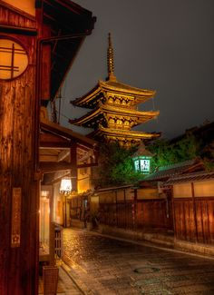 """Gion without Geisha ~ """"The geisha in the Gion district (and Kyoto generally) do not refer to themselves asgeisha; instead, Gion geisha use the local termgeiko.""""   by Brandon Hoover, via 500px"""