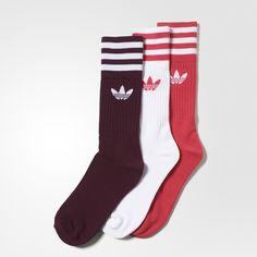 De Solid sokken lopen een stapje comfortabeler met een deels gevoerd voetbed. Deze herensokken, gemaakt van licht elastisch katoen in verschillende kleuren, zijn wat langer dan normaal en hebben 3-Stripes en een Trefoil op de geribbelde boord.