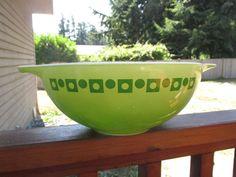 Vintage Pyrex Promotional Green Dot Squares Cinderella 4 Qt Bowl in Pottery & Glass, Glass, Glassware | eBay