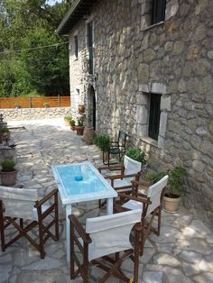 Gianna's Villa || Gianna's Villa offers accommodation in Alexandros. The property boasts views of the mountain and is 9 km from Lefkada Town. Free WiFi is featured throughout the property.