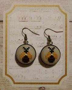 Boucles d'oreille vintage bronze brodées à la main de la boutique Desfilsdespoints sur Etsy