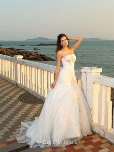 Ball Gown Sleeveless Chapel Train Hand-Made Flower Strapless Satin Wedding Dresses