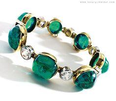 Emerald and Diamond Bracelet - 1923 - by Cartier - London - 70 cttw cabochon emeralds - 9,50 cttw old-European-cut diamonds - 18 k gold and platinum - $458,500 at auction
