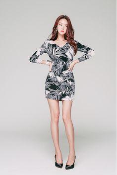 Korean Girl Fashion, Asian Fashion, Style Fashion, Tight Dresses, Girls Dresses, Cute Little Girl Dresses, Beautiful Asian Women, Beautiful Legs, Korean Outfits