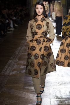 http://www.style.com/slideshows/fashion-shows/fall-2015-ready-to-wear/dries-van-noten/collection/39