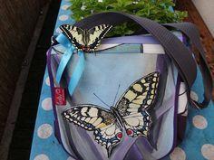 Ja, der Schwalbenschwanzschmetterling auf der Tasche ist wirklich echt!!! Carolin, für die ich diese Schmetterlingstasche angefertigt habe, war so lieb und hat mir dieses wundervolle Foto geschickt!