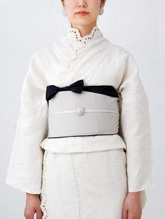 スノーフレーク 着物 ie, snowflake kimono with lace edge details and other details in grey… Batik Dress, Kimono Dress, Furisode Kimono, Beautiful Outfits, Cute Outfits, Modern Kimono, Kimono Design, Summer Kimono, Japanese Outfits