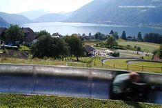Die Sommerrodelbahn am Ossiacher See kann aber noch mit einem besonderen Extra aufwarten: Auf 760 Metern Länge gehts auf zwei parallel geführten Bahnen den Hang hinunter.
