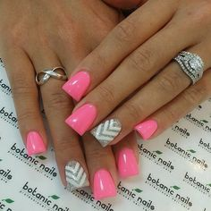 pink nails with grey chevron accent