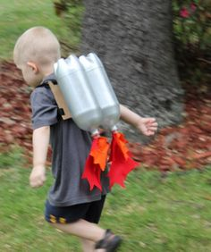 Super Sci-Fi Rocket Fueled Jet Pack--Upcycled Craft DIY I love upcycled crafts. Upcycled Crafts, Diy And Crafts, Crafts For Kids, Space Costumes, Box Of Sunshine, Sistema Solar, Kids Corner, Cool Kids, Kids Fun
