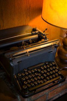 Los principios de la comunicación escrita: La máquina de escribir - nunca faltaba en un cuarto de antaño