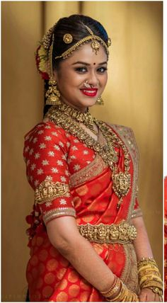 Southern Look To Love :- AwesomeLifestyleFashi South Indian Bridal Jewellery, Indian Bridal Makeup, Indian Bridal Fashion, Indian Wedding Jewelry, Bridal Jewelry, Wedding Saree Blouse, Saree Dress, Bridal Looks, Bridal Style